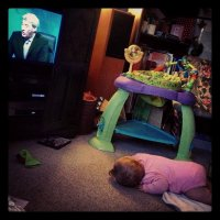 dziecko przed telewizorem
